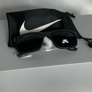 NWT NIKE FLOW EV1023 002 MATTE BLACK SUNGLASSES
